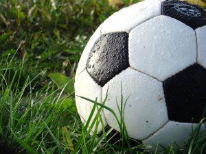 Bei dem Fußball benutzen Mannschaften das Leibchen als Zuordnung zur Mannschaft